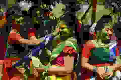 """Chiêm ngưỡng """"cuộc chiến"""" sắc màu tại Ấn Độ"""