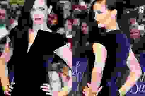 """Bond girl đeo hai vòng vàng """"bự"""" dự công chiếu phim"""