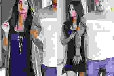 Megan Fox khoe bụng bầu với váy bó sát