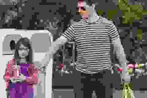Tom Cruise gọi điện cho Suri hàng ngày