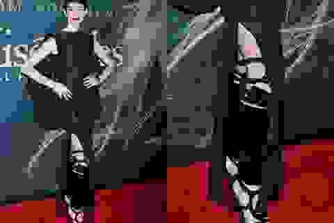 Anne Hathaway đi giày rất sành điệu