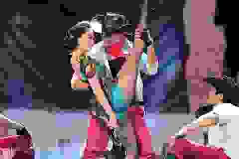 Khánh Thi gợi cảm trên sân khấu Bài hát yêu thích