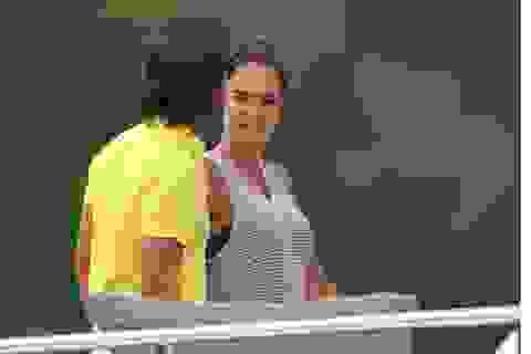Con gái tỷ phú F1 tiếp tục đi nghỉ mát!