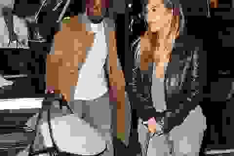 Kim Kardashian đi ăn tối cùng chồng con