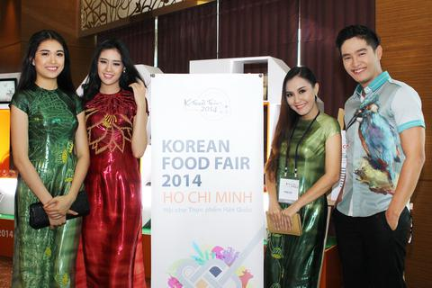 """Dàn """"sao"""" khám phá ẩm thực xứ Hàn"""