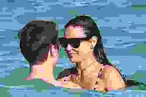 Demi Moore hạnh phúc bên tình mới