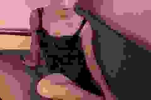 """Ngỡ ngàng với hình ảnh gợi cảm của """"cô phù thủy nhỏ"""" Emma Watson"""