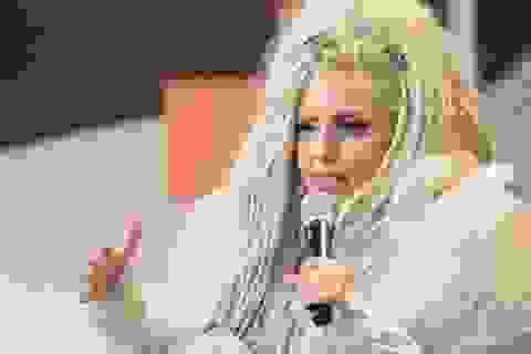 """Lady Gaga đội """"núi"""" tóc giả trên đầu"""