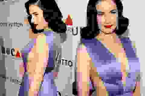 """Vũ nữ thoát y mặc """"hở bạo"""" dự tiệc của Louis Vuitton"""
