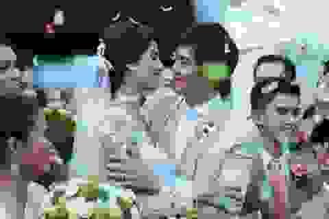 Á hậu hoàn vũ rạng ngời trong ngày cưới