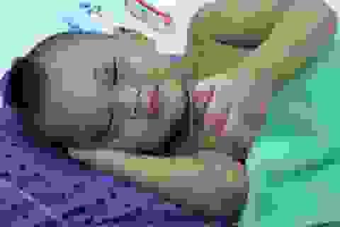 Bé trai 2 tuổi bị bà ngoại bạo hành đã dần bình phục