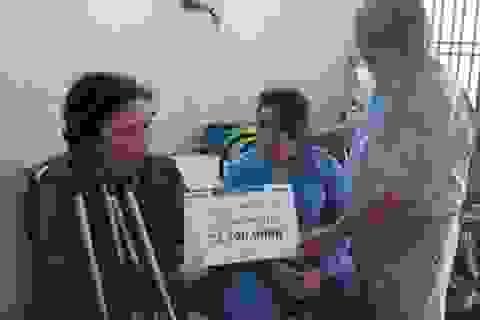 Trao gần 75 triệu đồng cho anh Lê Phước Hậu
