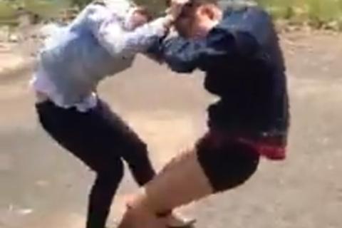 Hậu Giang: Nữ sinh đánh nhau bị buộc thôi học một tuần