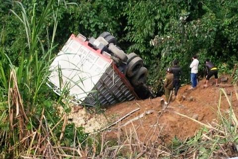 Xe tải lao xuống vực, 4 người tử vong
