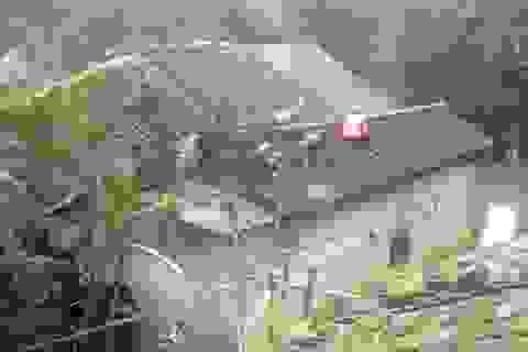 Mưa lốc làm nhiều ngôi nhà bị tốc mái, đổ sập