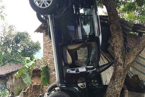 Bí thư Huyện ủy cầm lái chiếc xe gây tai nạn làm 3 người chết