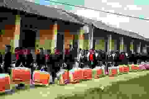 Hơn 900 bộ chăn bông đến với học trò Bắc Kạn ngày khai giảng