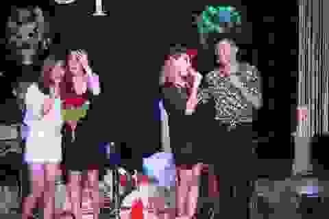 Ngô Thủy Tiên và Thái Tuyết Trâm xinh đẹp trên sân khấu