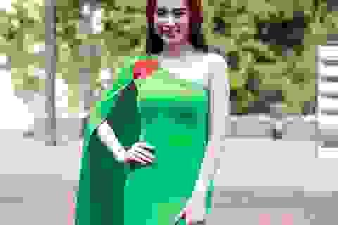 Angela Phương Trinh quyến rũ với váy xanh