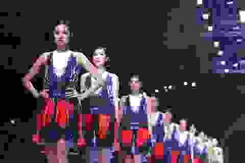 Tuần lễ thời trang quốc tế Việt Nam tiếp tục sôi động