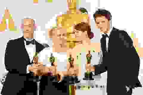 """Dàn """"sao"""" giành giải Oscar quây quần chụp hình"""