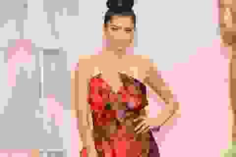Sao Hollywood diện váy Quỳnh Paris trên thảm đỏ Oscar