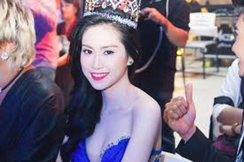 Hoa Hậu Đông Nam Á rạng rỡ trong chiếc váy xanh