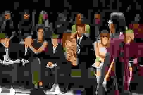 Gia đình Beckham hút hồn thợ săn ảnh