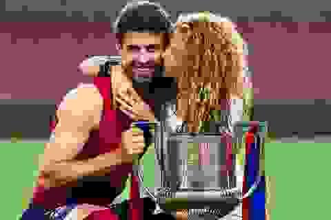Shakira ăn mừng chiến thắng cùng bồ trẻ