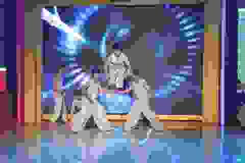 """Quyền Linh """"đứng hình"""" với """"Hội thi chim"""" của Hoài Linh trên sân khấu"""