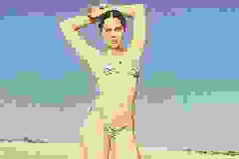 Jessie J diện đồ bơi cùng bạn trai thư giãn trên bãi biển