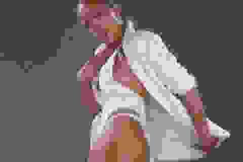"""Jennifer Lopez lại khoe vòng ba """"khủng"""""""