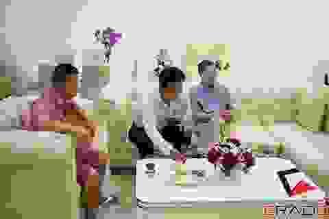 Quang Tèo, Bình Trọng rủ nhau đi dự khai trương nội thất Erado