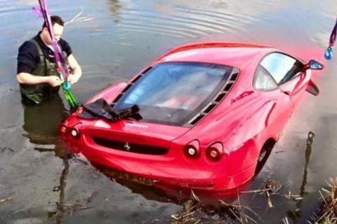 Hàng loạt siêu xe gặp nạn