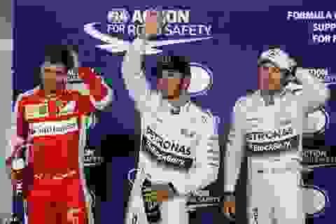 Hamilton giành pole dưới ánh đèn điện của Sakhir
