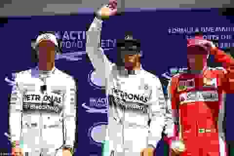 Lewis Hamilton tạm quên thất bại, tiến về phía trước