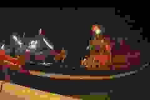 Đưa thi thể 2 ngư dân tử nạn trên biển về quê