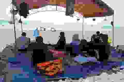 Thi thể 2 học sinh bị sóng biển cuốn trôi hơn 2km