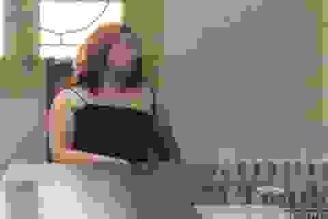 Gái mại dâm dùng võ... răng tấn công lực lượng chức năng
