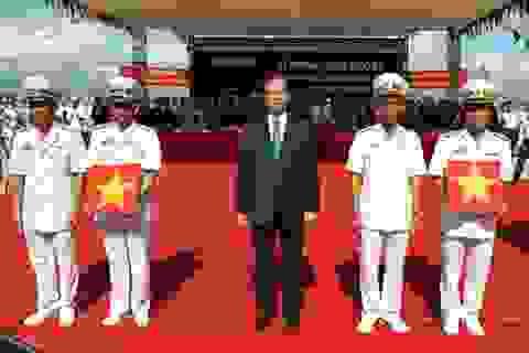 Cờ Tổ quốc tung bay trên tàu ngầm HQ-182 Hà Nội và HQ-183 Thành phố Hồ Chí Minh