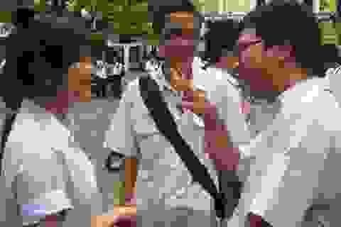 Thí sinh TPHCM cười giòn giã sau buổi thi Văn