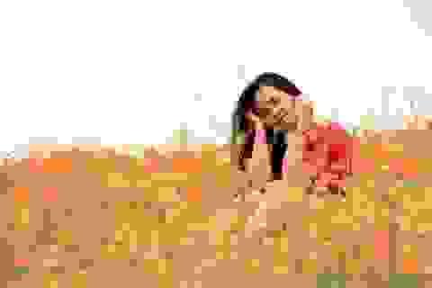 """Nữ sinh Việt """"khoe sắc"""" bên hoa Mỹ nhân"""