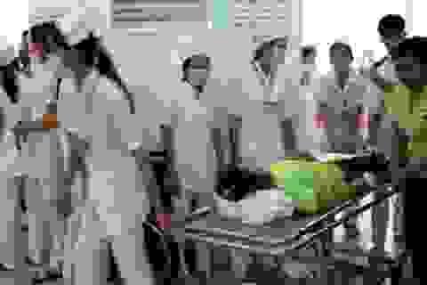 Hàng trăm công nhân ngộ độc thực phẩm do thức ăn nhiễm tụ cầu vàng