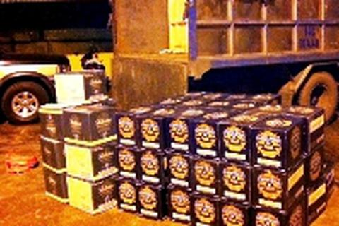 Bắt xe vận chuyển 160 chai rượu ngoại lậu