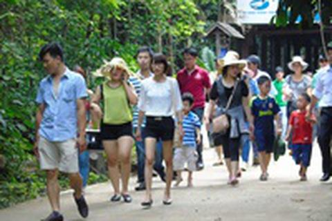 Quảng Bình: Du khách đến Phong Nha trong dịp lễ tăng kỉ lục