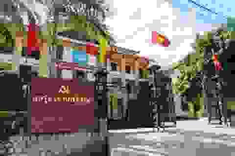 Cách chức cán bộ Huyện ủy không có bằng cấp 3