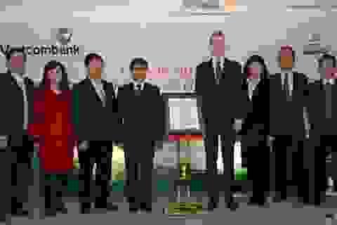 VietcomBank - Ngân hàng đầu tiên của ngành đón nhận chứng chỉ ISO/IEC 27001 :2013