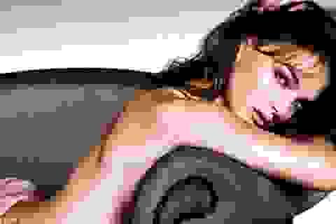 """""""Thiên nga đen"""" Natalie Portman chụp ảnh khỏa thân"""