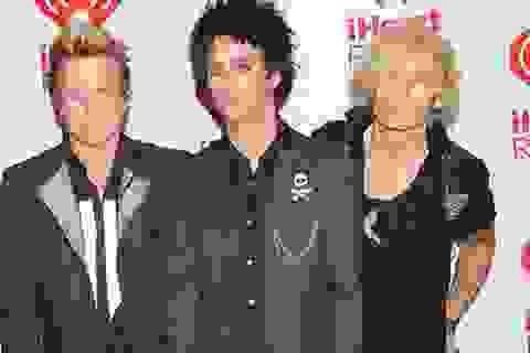 """Nhóm Green Day """"khổ sở"""" vì thủ lĩnh nghiện ma túy"""