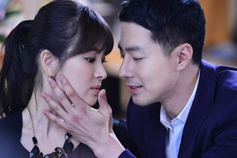 Song Hye Kyo và Jo In Sung nức nở trong tập cuối Ngọn gió đông năm ấy